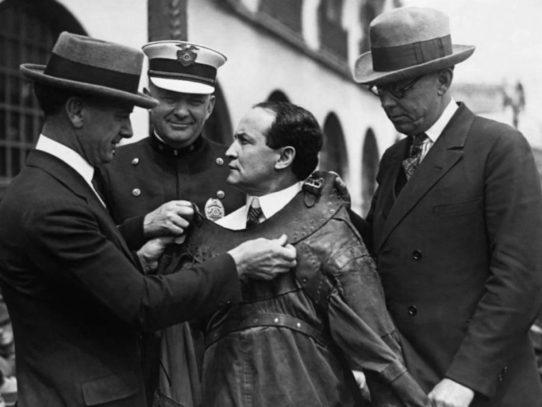 Best Harry Houdini's tricks and illusions secrets