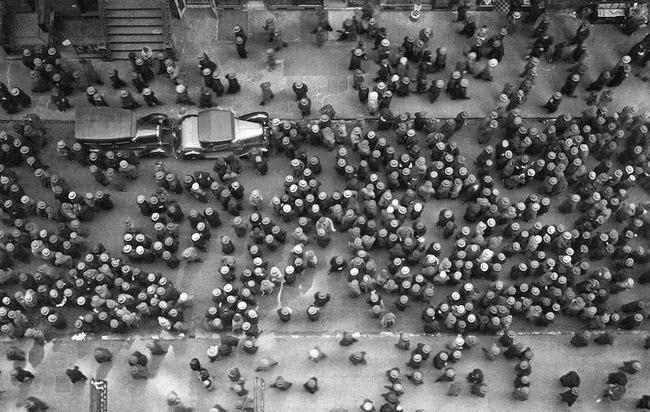 New York in 1939, top view. Everyone wears a hat