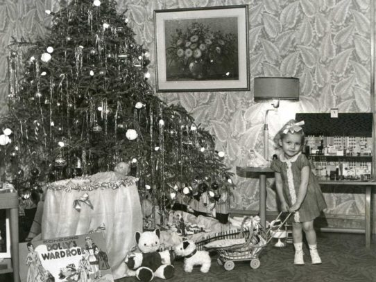 Retro Christmas decorations 1890s - 1960s