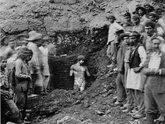 The discovery of the statue Antinous in Greece, 1894
