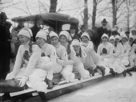 Bobsled race, Locust Valley, 1916