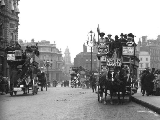 Omnibuses in London, England, 1904