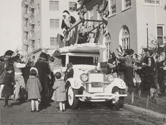 Santa on top of rare Essex automobile, San Francisco 1927
