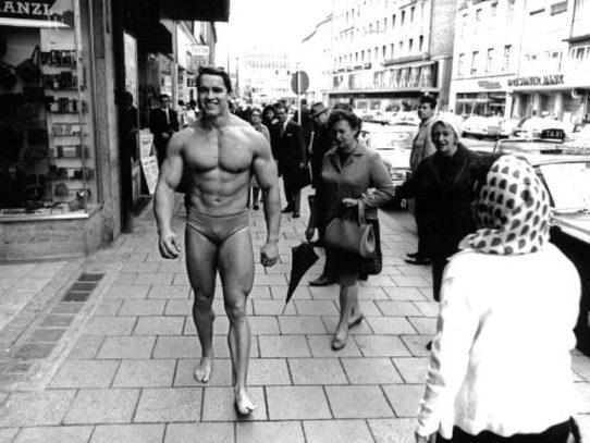 Arnold Schwarzenegger walking through Munich, 1969