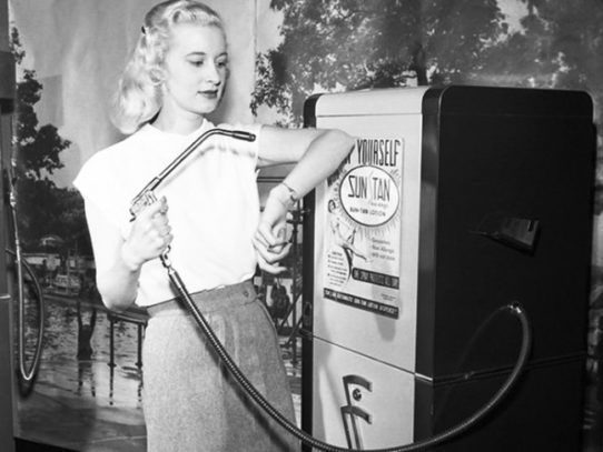 Suntan vending machine, Chicago, 1949