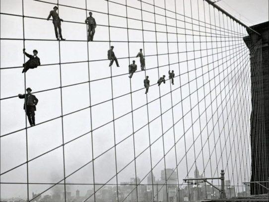 Brooklyn Bridge painters after work, 1915