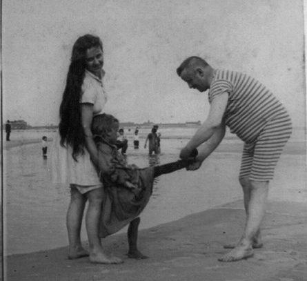 Family on the Beach, 1889
