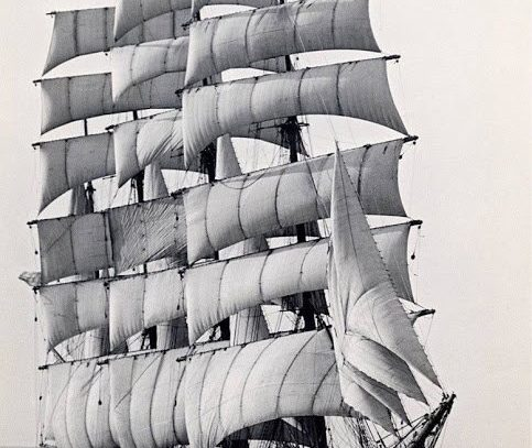 The world's last commercial sailing ship,the Pamir, rounding Cape Horn for the last time in 1949
