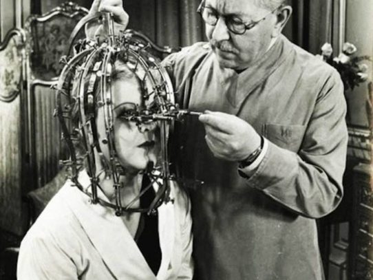 Max Factor demonstrates the beauty micrometer, 1935