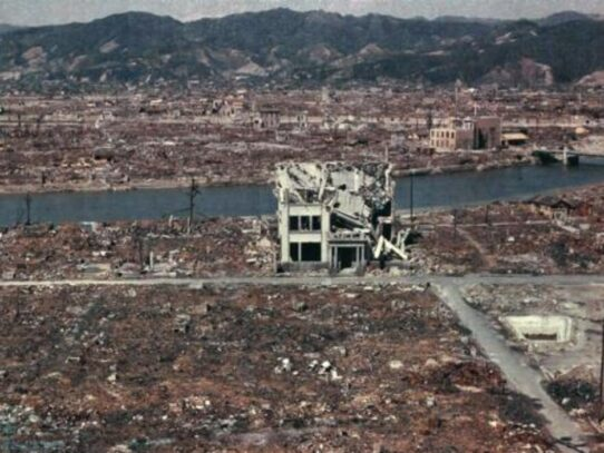 Rare color photos of Hiroshima after atomic explosion