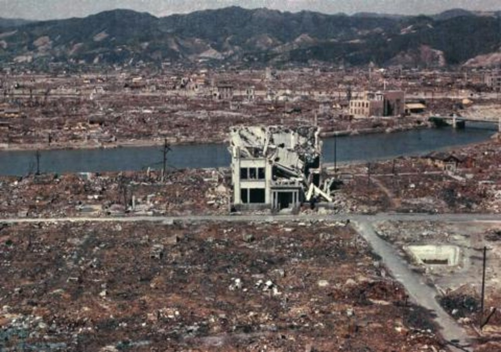 Color photos of Hiroshima, taken 2 days after explosion