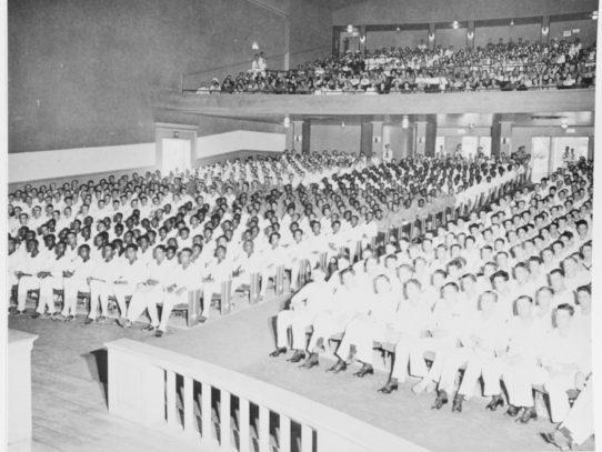 Racially segregated children listen to Paul Robeson, 1943