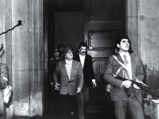 The story of 'The last stand of Salvador Allende' photo