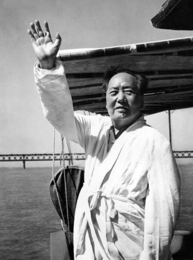 Mao greeting 5000 swimmers