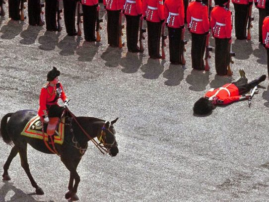 A guard fainted in front of Queen Elizabeth, 1970th.