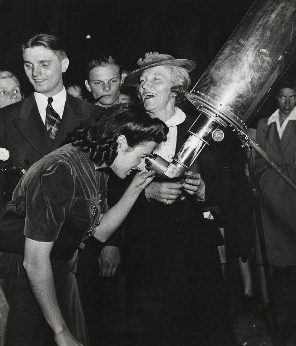 Trip to mars, Weegee photos