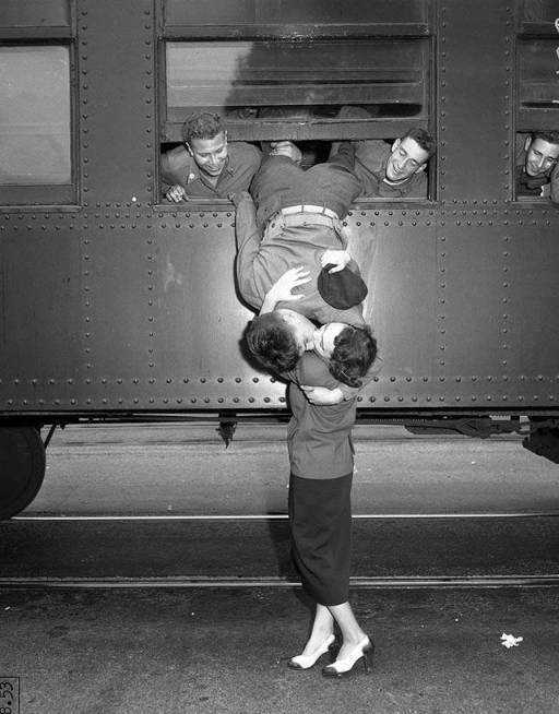 photo of goodbye kiss before the Korean war