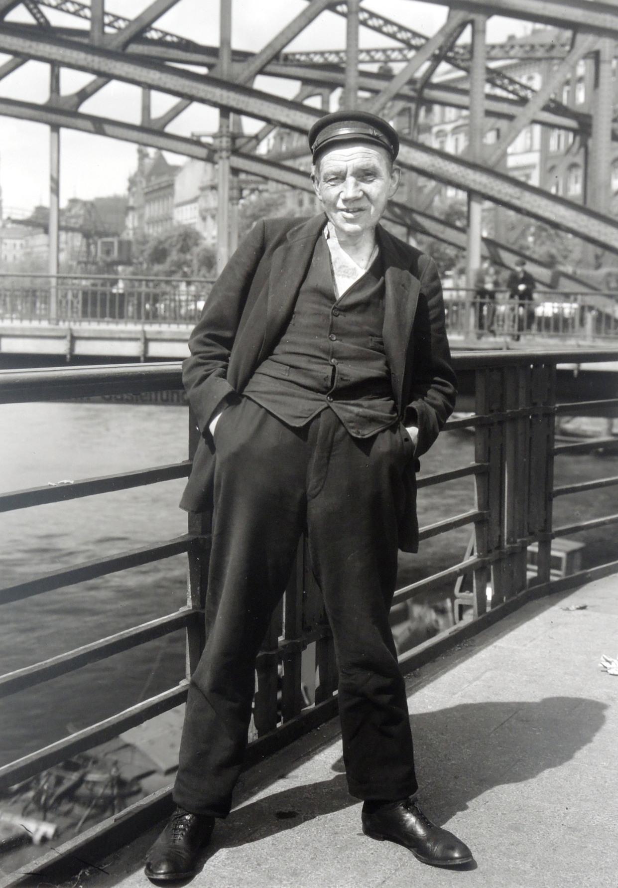 Unemployed sailor, August Sunder photos