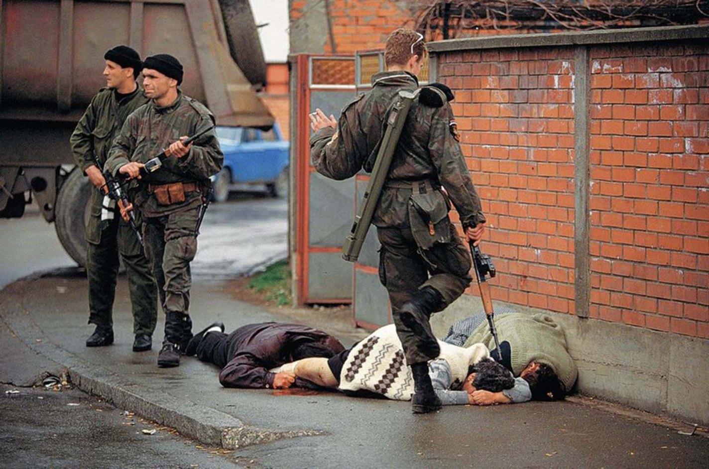 historical photos of Bosnia, Ron Haviv, 1992