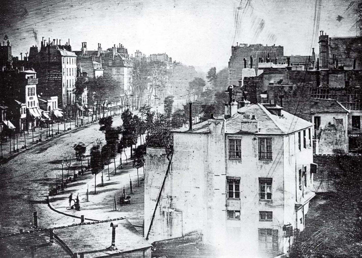 historical photos: Boulevard du Temple, Louis Daguerre, 1839