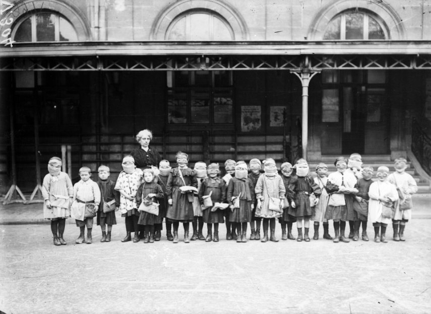 Children of Reims in gas masks, 1916