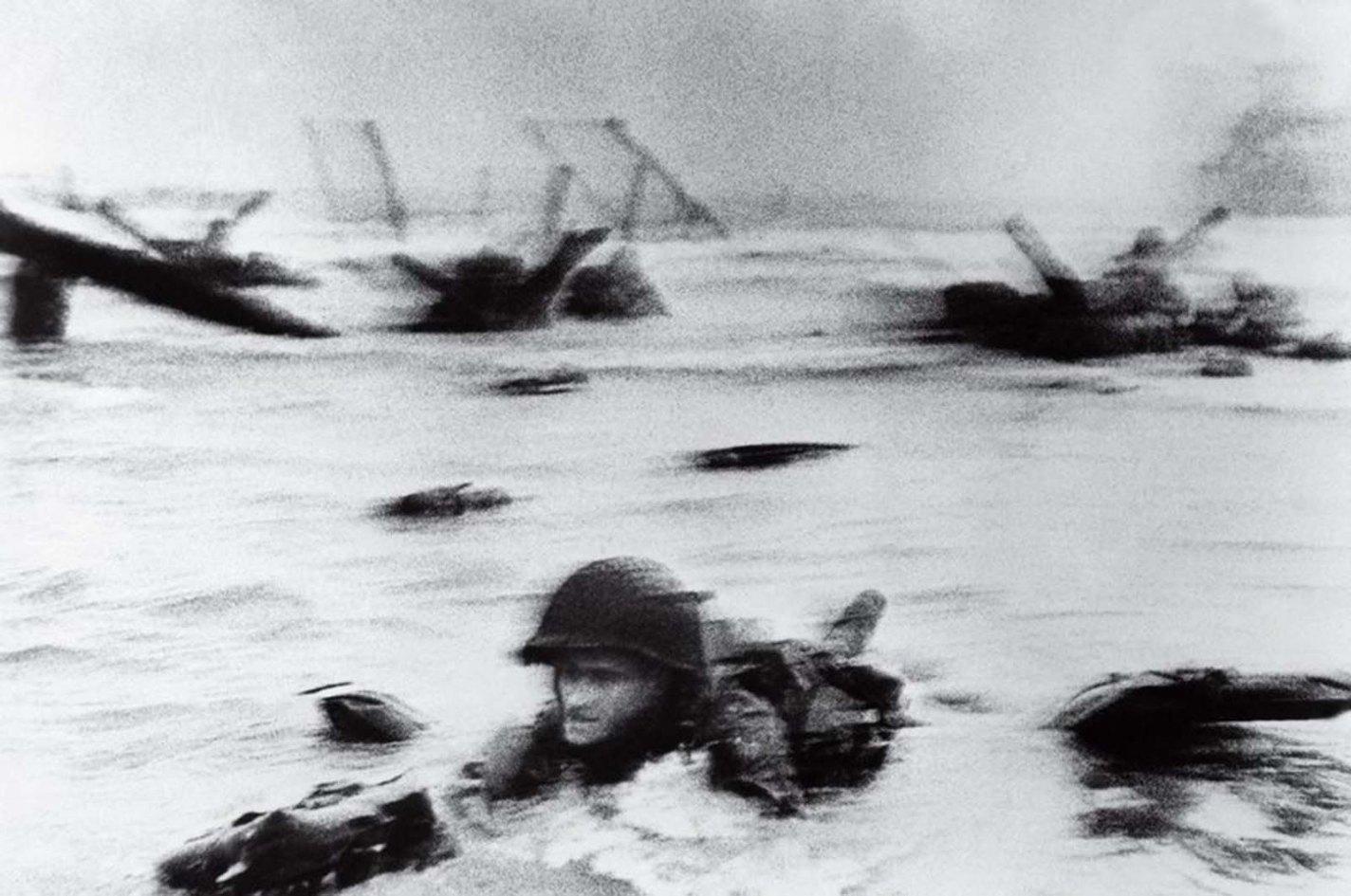 history photo D-Day, Robert Capa, 1944