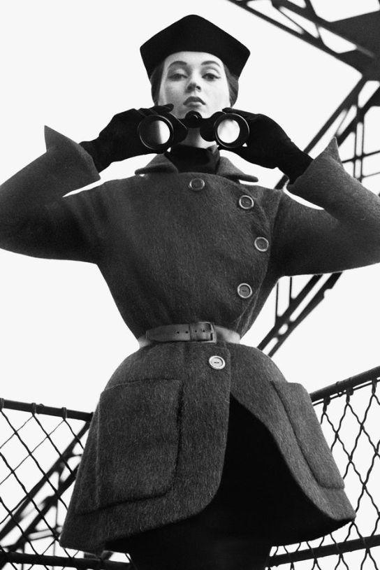 Dovima in Dior, Eiffel Tower, Paris, August 1950