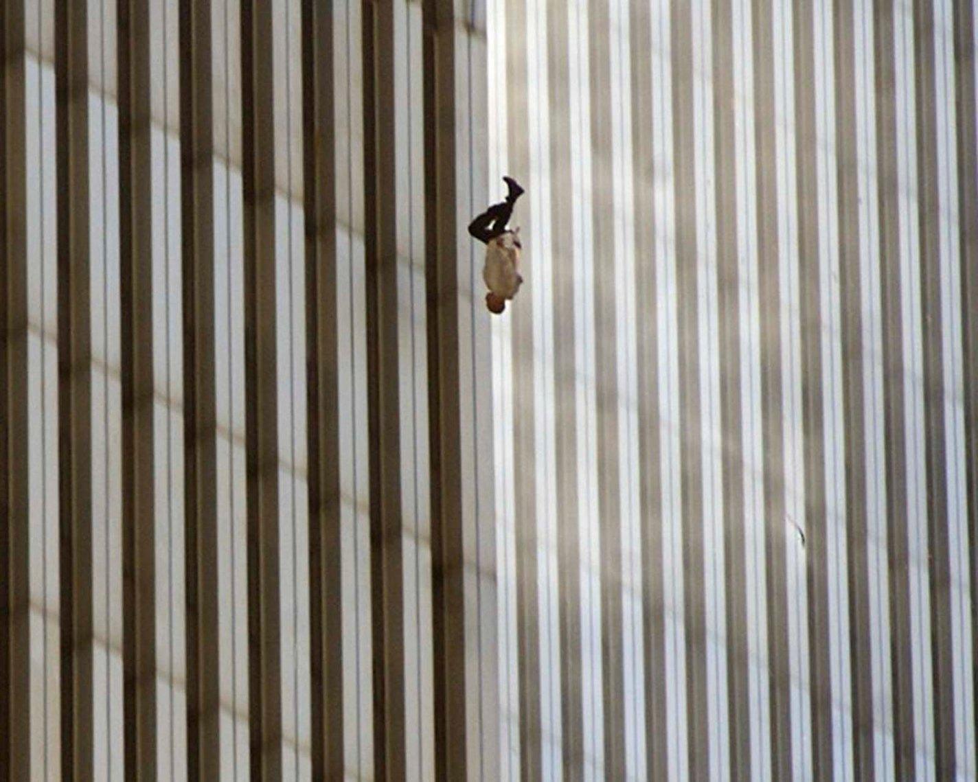 history photo Falling Man, Richard Drew, 2001