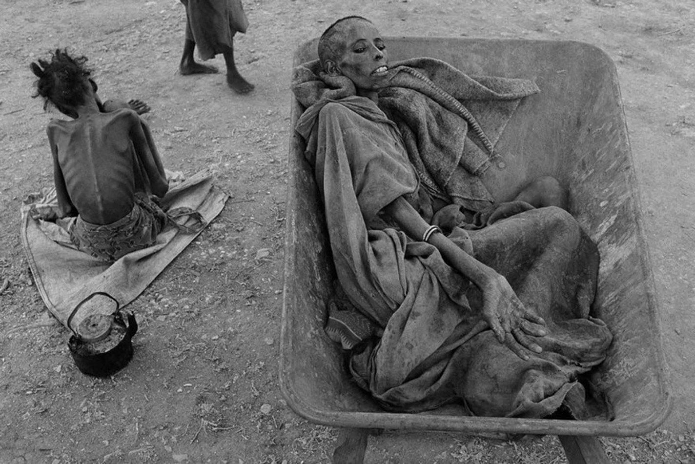 History photo Famine in Somalia, James Nachtwey, 1992