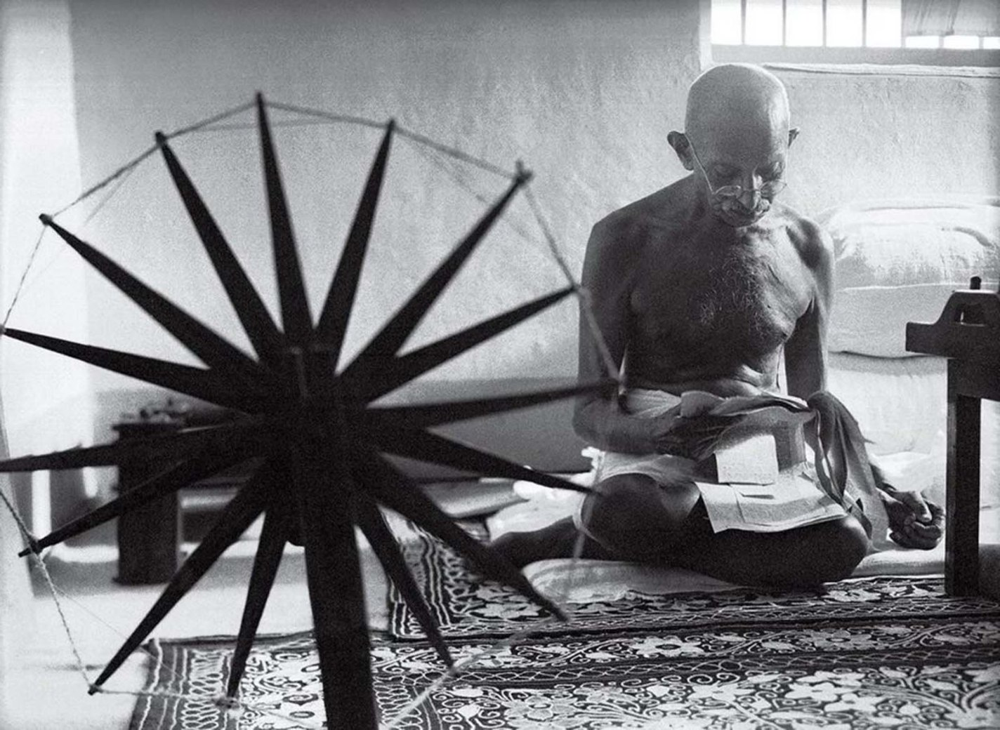 history photo Gandhi and the Spinning Wheel, Margaret Bourke-White, 1946