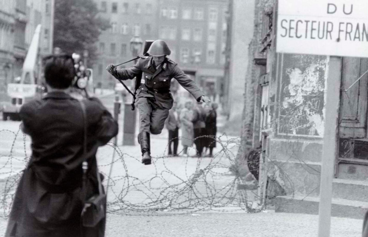 History photo Leap into Freedom, Peter Leibing, 1961