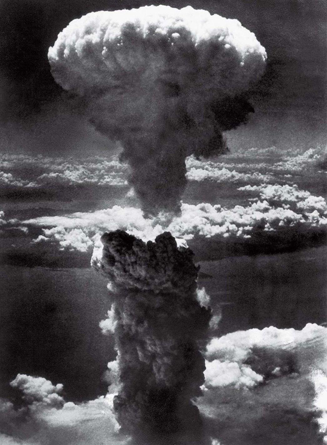 History photo Mushroom Cloud Over Nagasaki, Lieutenant Charles Levy, 1945