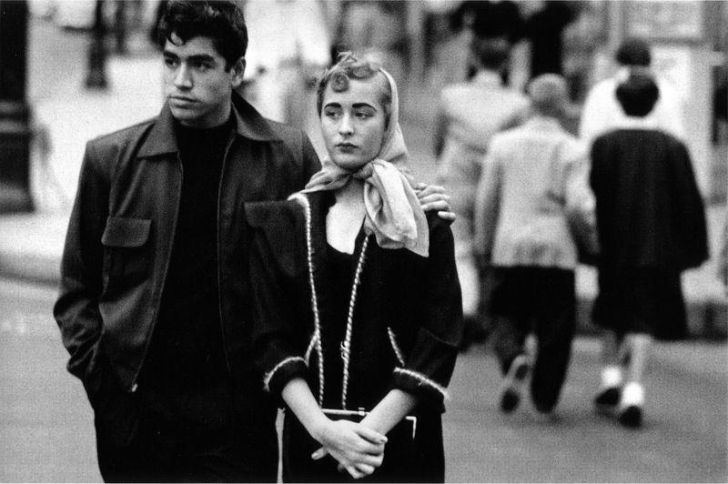 Couple in the streets of LA, 1956