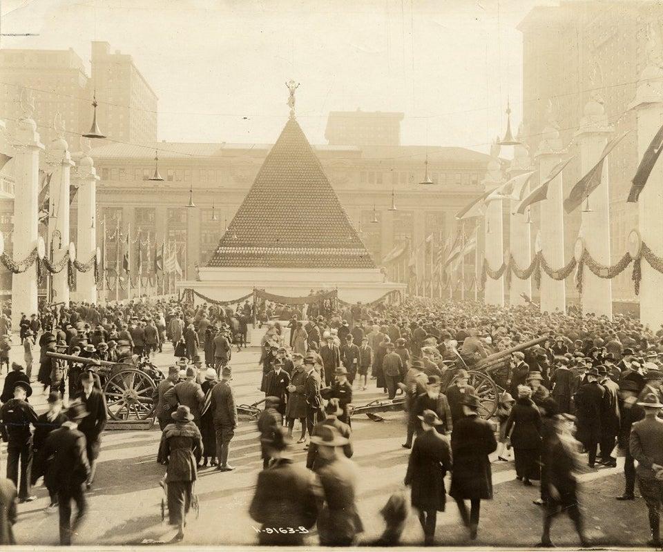 Pyramid helmets Grand Central Terminal, 1918