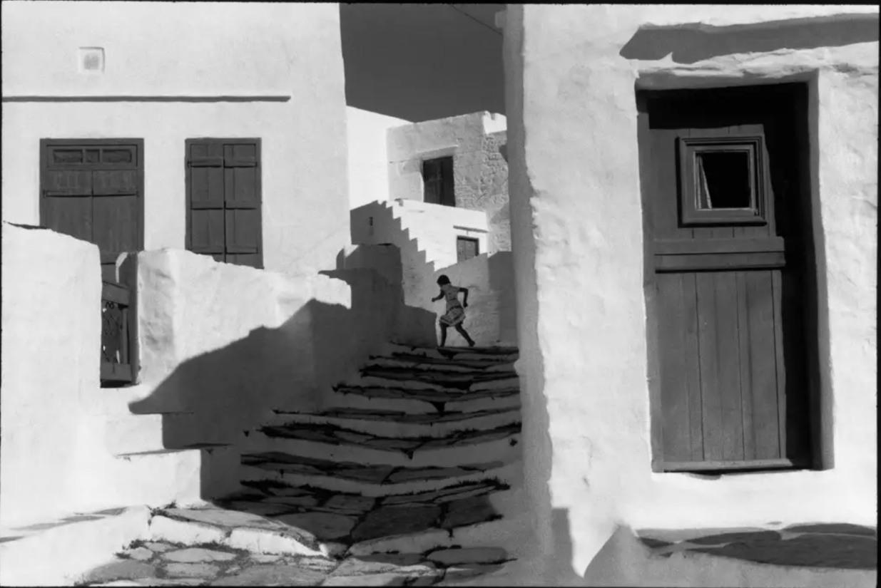 Running girl, Greece, Henri Cartier-Bresson photos