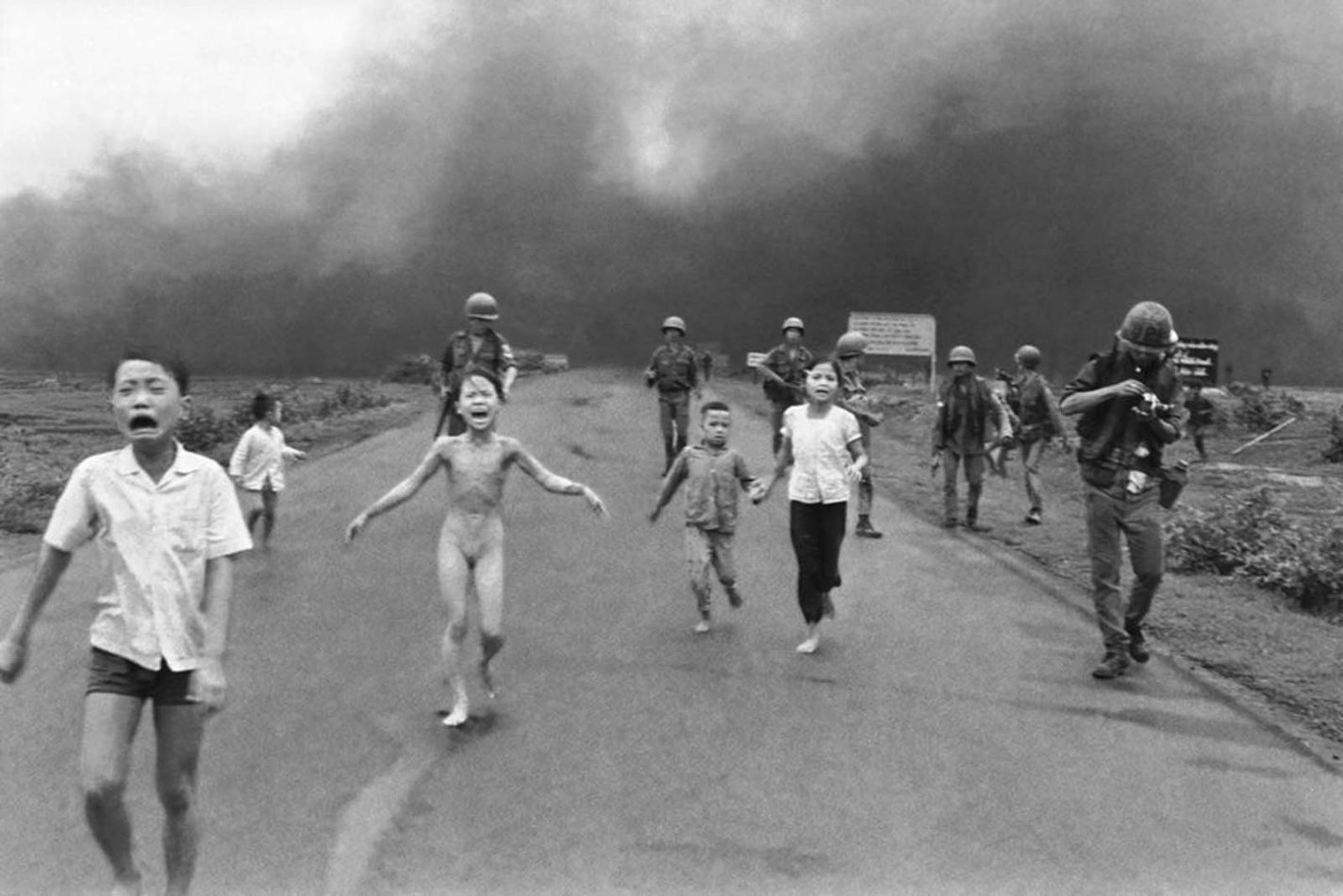 historical photos of The Terror of War, Nick Ut, 1972