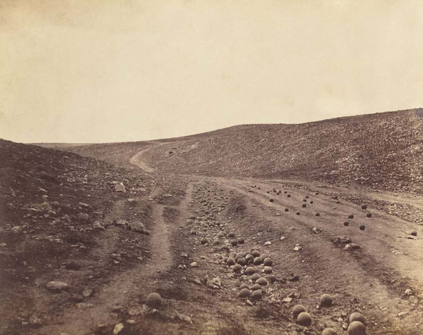 historical combat photos The Valley of the Shadow of Death, Roger Fenton, 1855