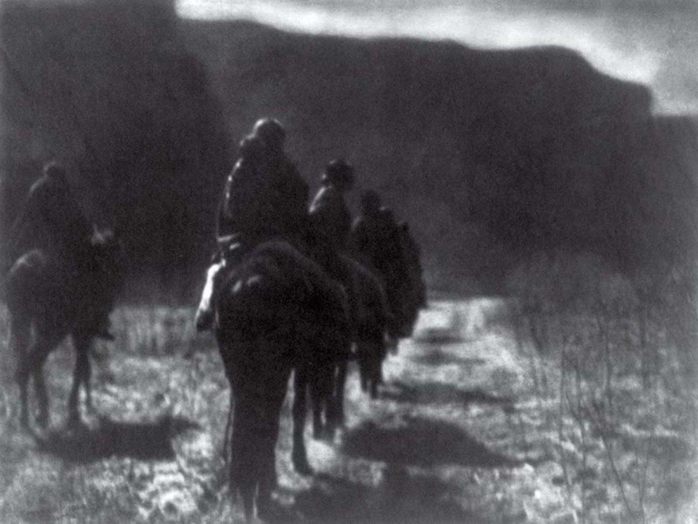 History photo The Vanishing Race, Edward S. Curtis, 1904