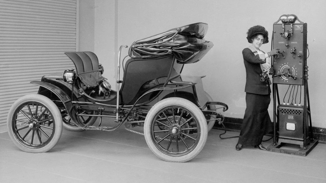 Charging Tomas Edison electric car