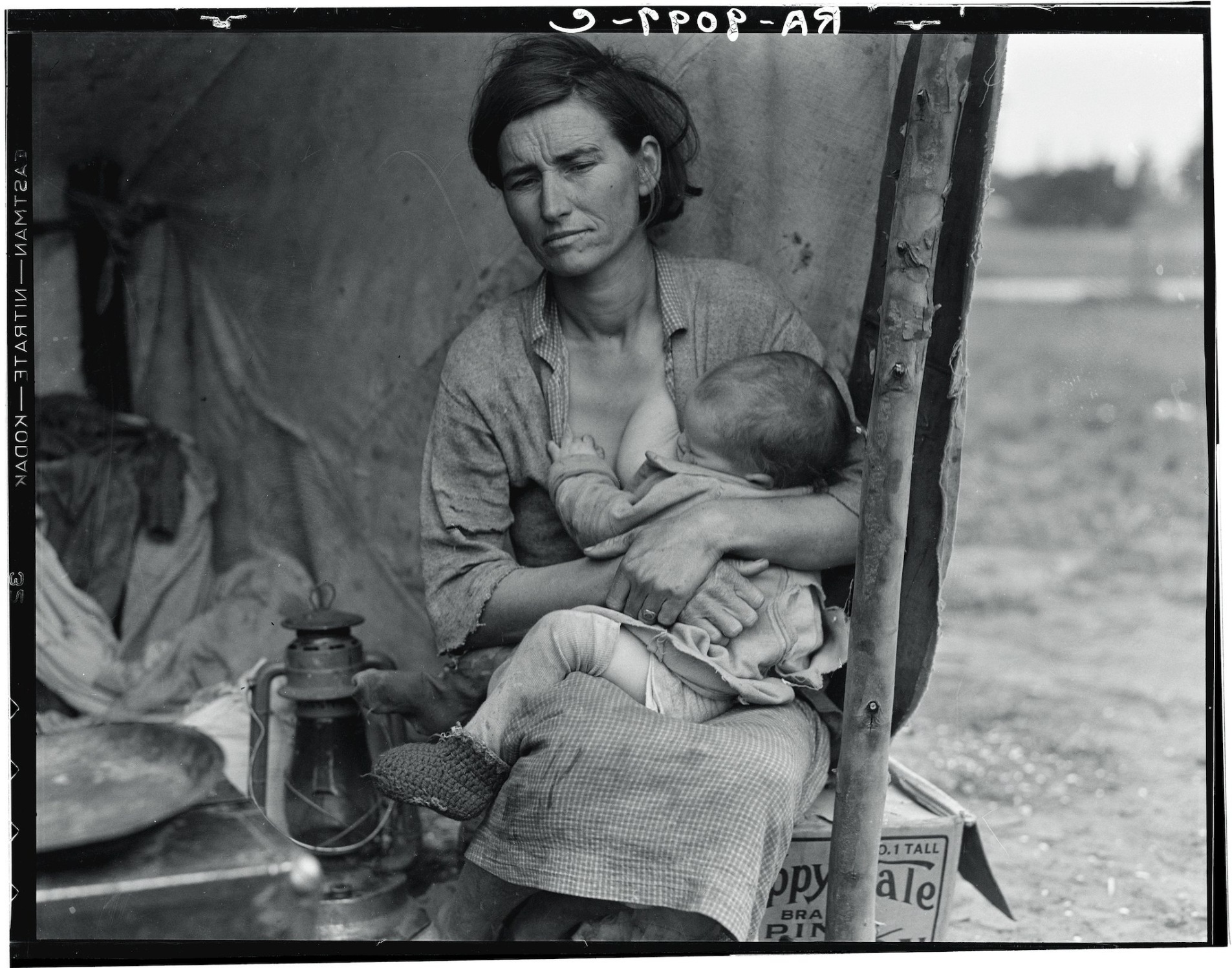 Florence Owens Thompson, a migrant agricultural worker, with her children in Nipomo, Calif., in March 1936