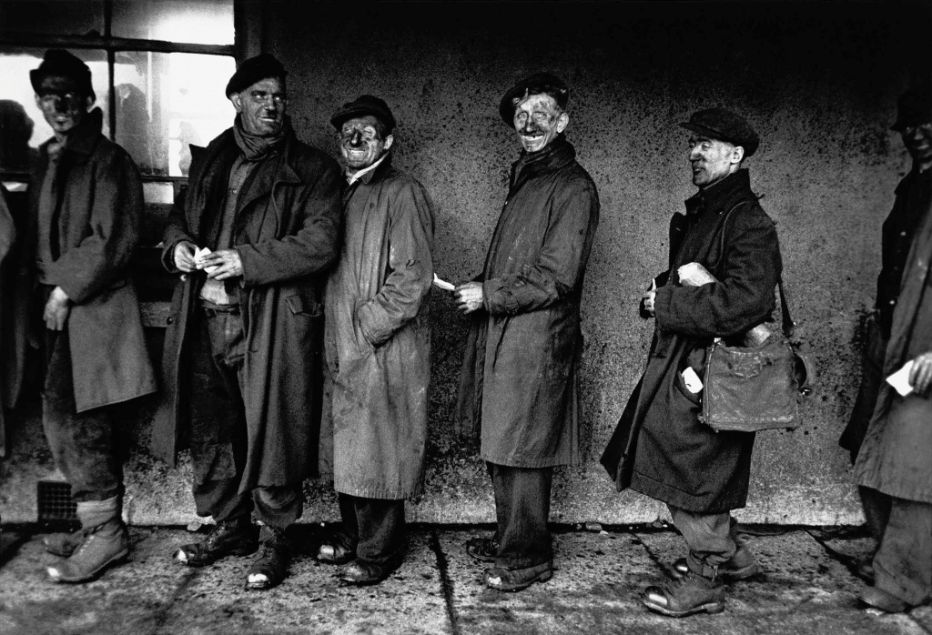 miners in the line for the salary Robert Frank photos