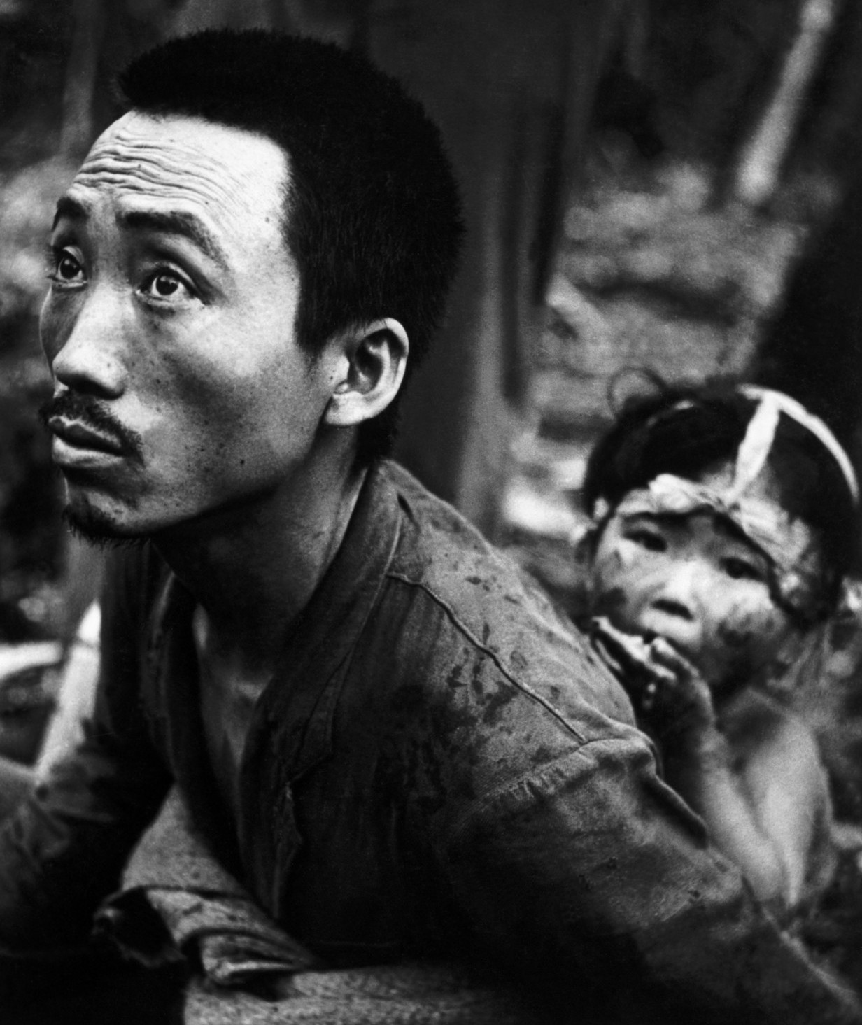 A Japanese father and daughter captured by the US marines