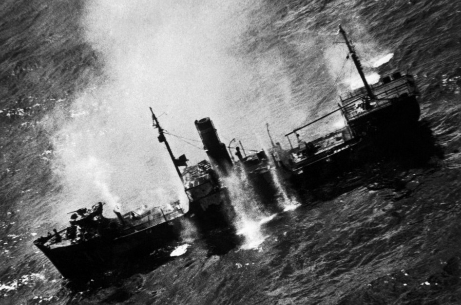 American attack against a Japanese ship during the Marshall Islands Campaign