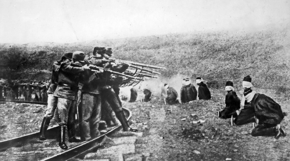 Austro-Hungarian troops executing captured Serbians, 1917