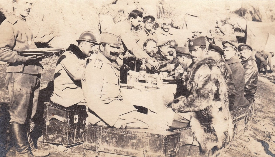 Serbian and Imperial Russian officers are having lunch on the front, 1916.