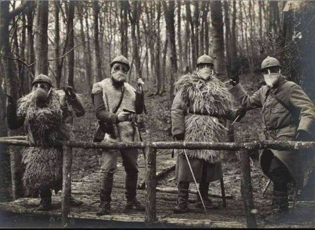 Trench Raiders in gas masks, ww1