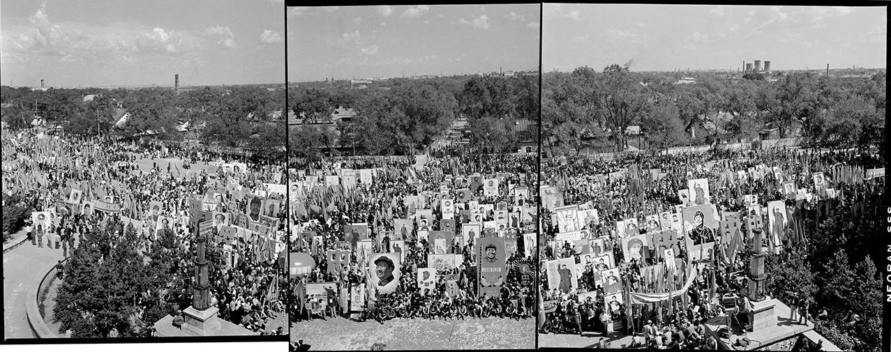Hundreds of Mao Zedong portraits