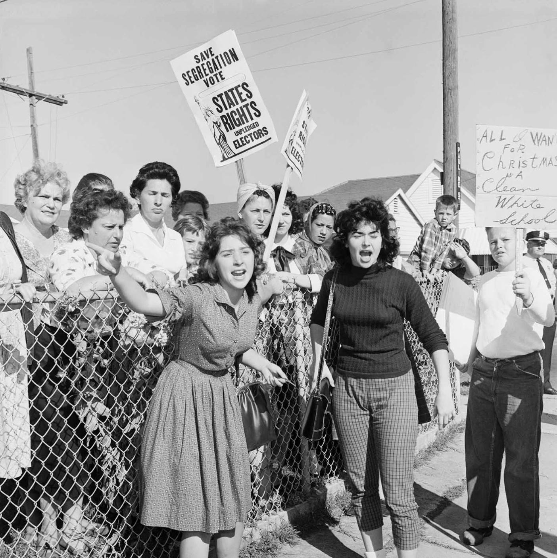 white protests agains Ruby Bridges