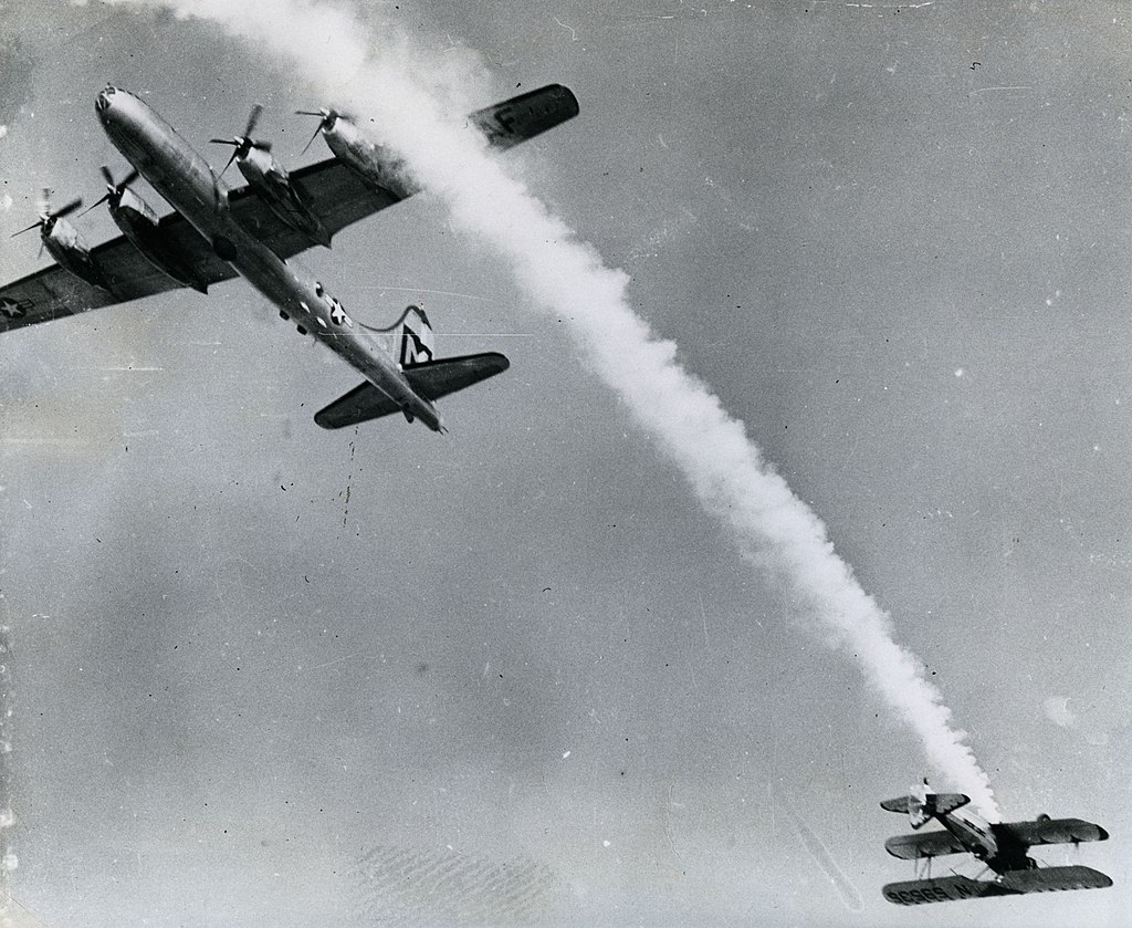 Pulitzer winning photos of Near Collision at Air Show by Bill Crouch