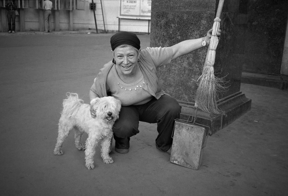 Garbage cleaner at the Soviet Moscow street welcomed the British photographer